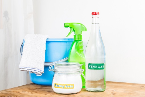 vinegar and baking soda for home cleaning