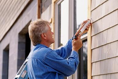 man_caulking_window