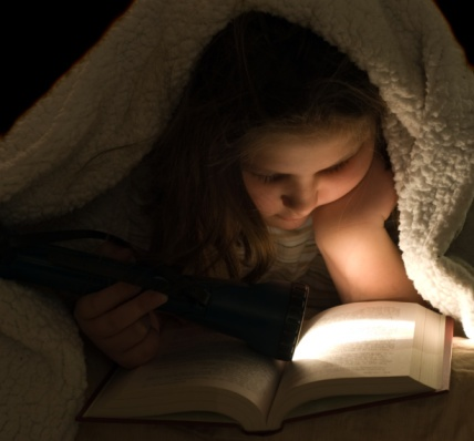 young_girl_reading_under_blanket_with_flashlight