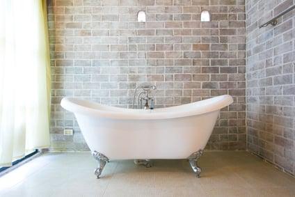clawfoot soaking tub